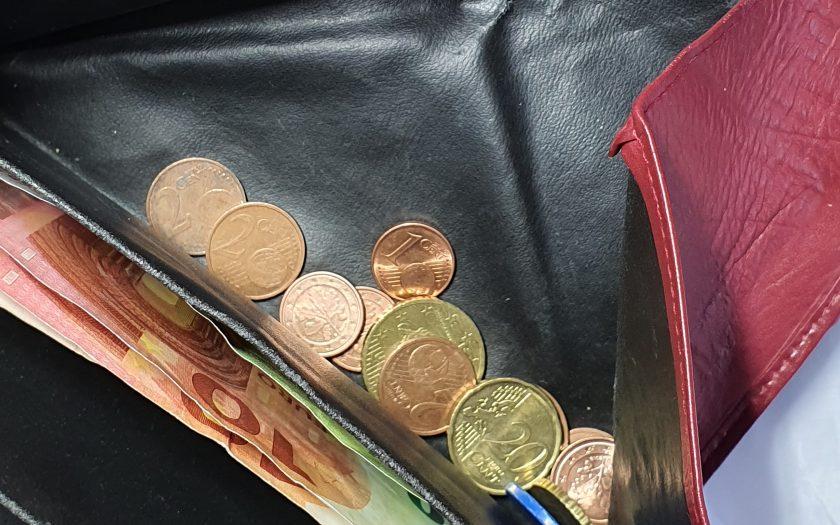 Blick in die Geldbörse